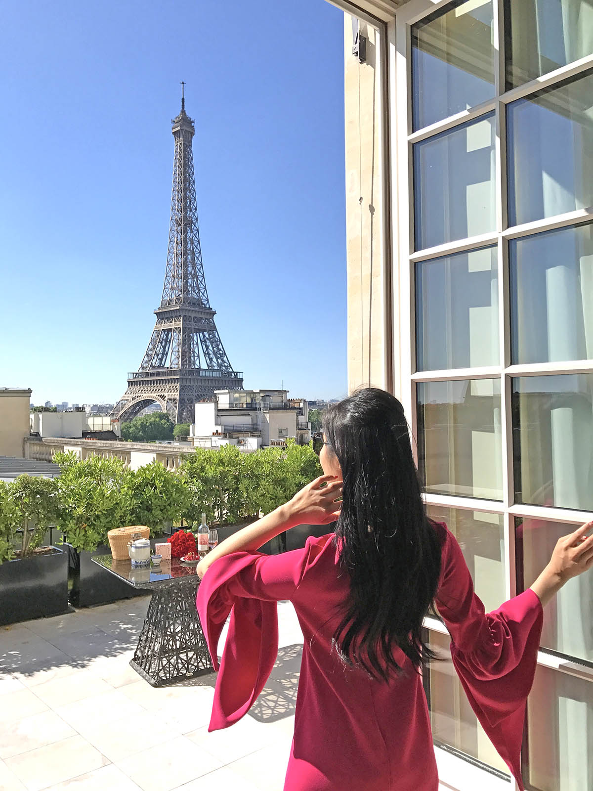 Tina travels best luxury hotel with views of the eiffel for Hotels around eiffel tower